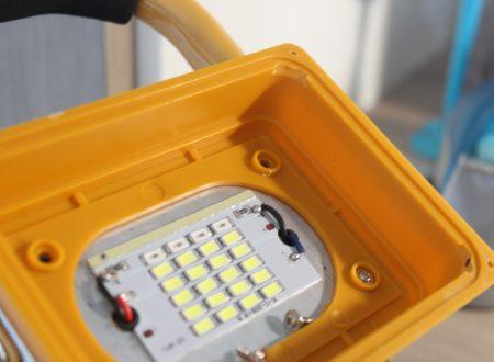 Faro portatile a LED da 15W