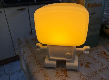 Itian lampada notturna con batteria a forma di piccolo Robot