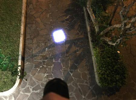 Tomount T6 torcia led da 1200 lumen con batteria ricaricabile e caricabatteria